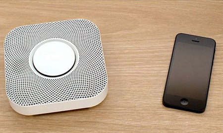 سیستم هشدار دهنده دود: بهترین نمونه آن توسط شرکت Nest با مدیریت گوگل ساخته میشود و هشدارهای اولیه را به شما ارسال میکند