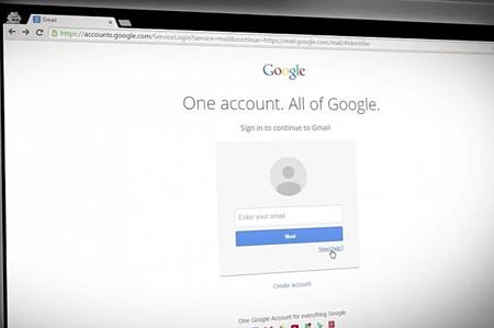 فرآیند هک از طریق دسترسی به گزینههای بازیابی اطلاعات در سرویس پشتیبان پست الکترونیکی آغاز میشود