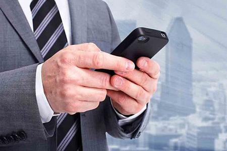 9- سال 2011 هر کاربر ماهی 18 ساعت از ابزارهای موبایلی استفاده میکرد که این رقم در سال 2013 به 30 ساعت رسید – مکافی